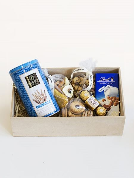 Snack & Gift Hampers: D'licious Lindt Box for Him
